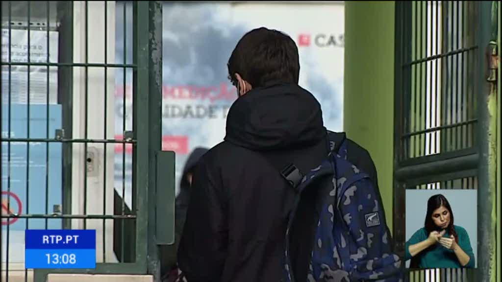 Alunos, pais e professores aceitam a decisão de encerrar escolas