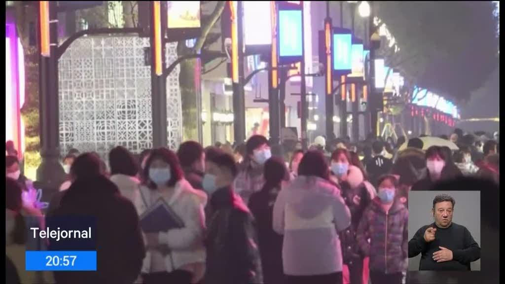 Wuhan volta à normalidade um ano após início do confinamento