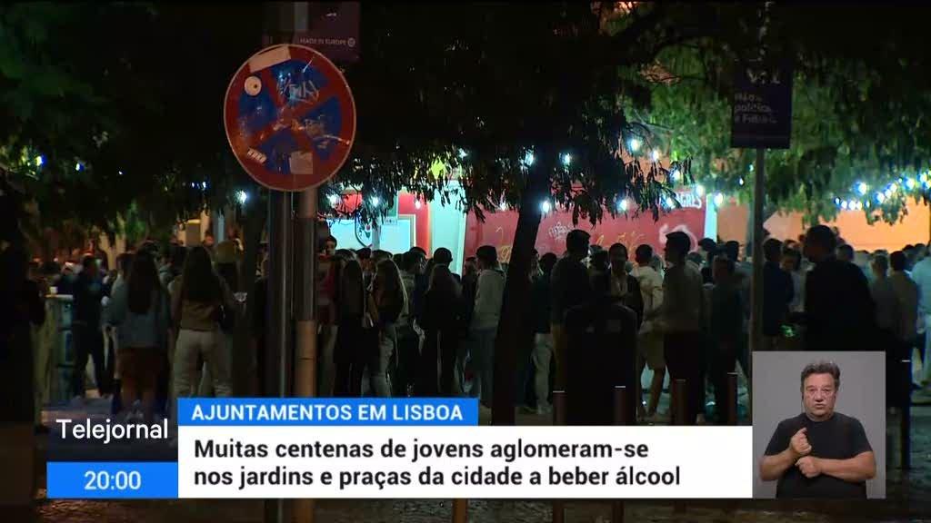 Lisboa. Centenas de jovens festejam na rua após bares encerrarem