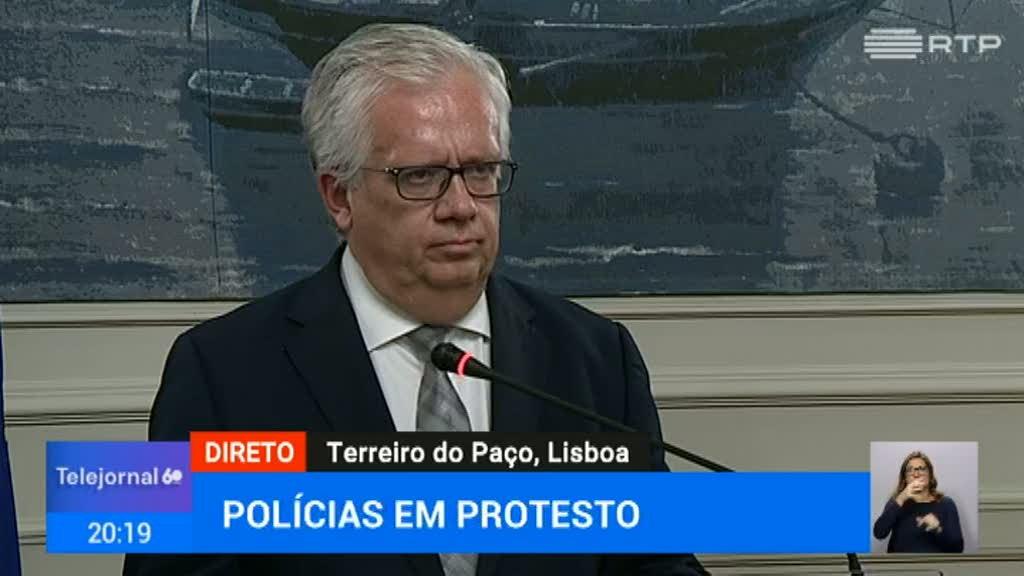 """Polícias em protesto. Eduardo Cabrita diz que Governo """"valoriza o diálogo social"""""""