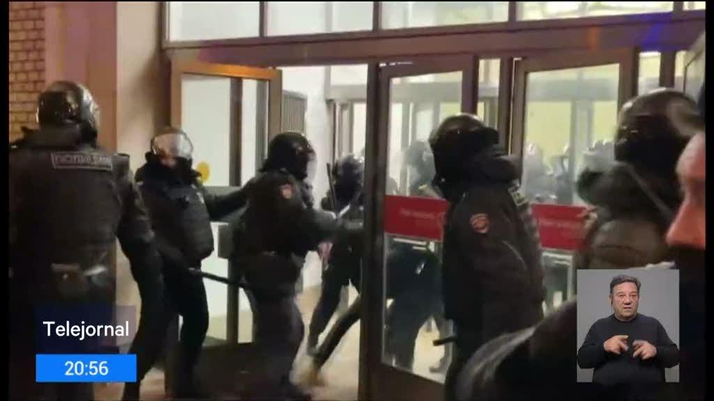 Mais de dois mil detidos em protestos na Rússia contra prisão de Navalny