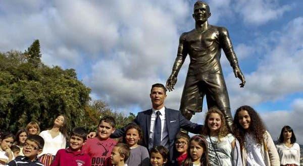70c18a4b4e74b Goa vai homenagear com estátuas futebolistas Cristiano Ronaldo e Maradona