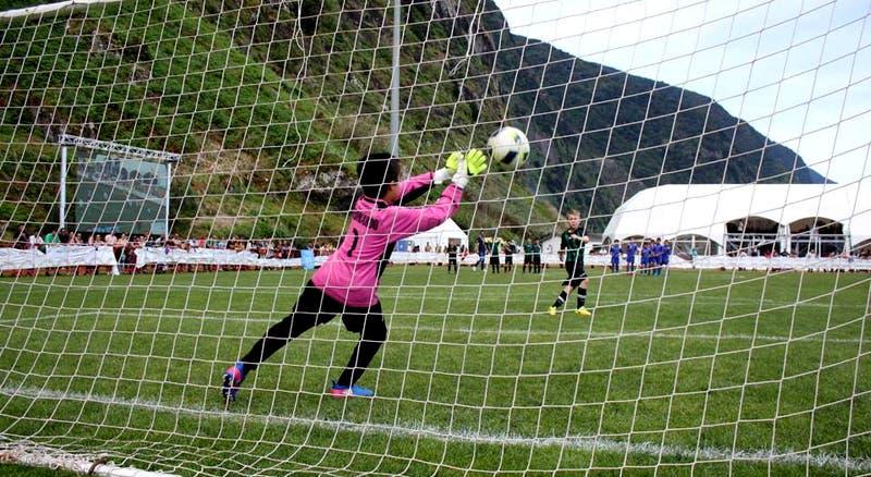 Vitória Sport Clube estreia na São Vicente Cup - Eventos - RTP ... a6e4cb5a0b71c