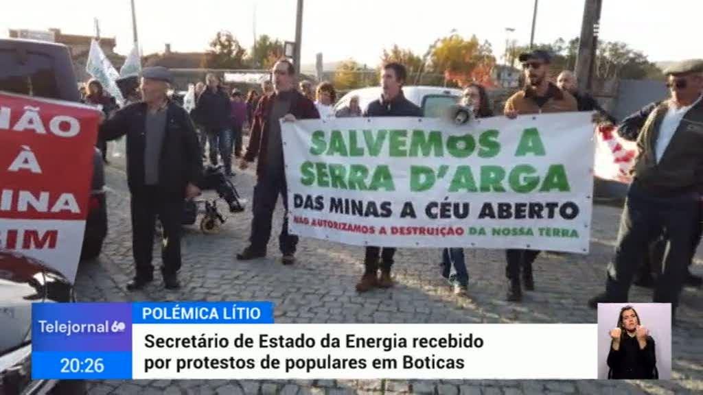 João Galamba recebido com protestos em Boticas
