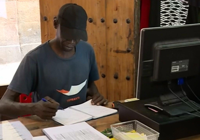 Imigrantes senegaleses criam marca de roupa em Barcelona
