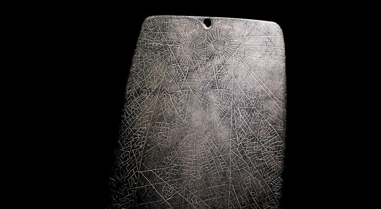 Ídolo placa, xisto, 3000-2500 a.C., Anta do Rabaçal, Montemor -o-Novo   Carla Quirino - RTP