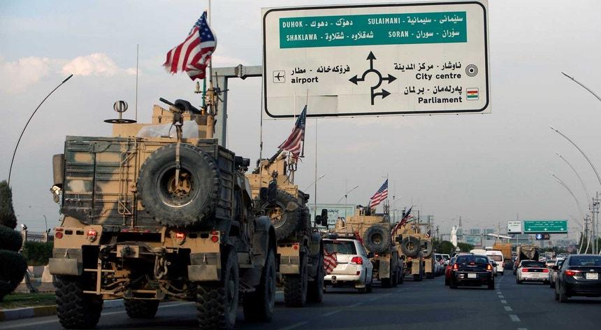 Na segunda-feira, mais de 100 veículos militares norte-americanos cruzaram a fronteira entre a Síria e o Iraque