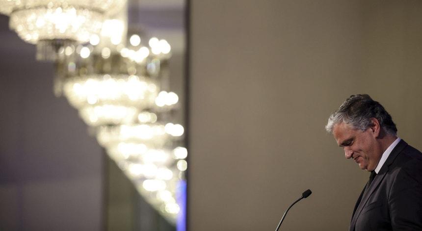 """Sem maioria absoluta, o líder regional dos socialistas e atual chefe do Governo Regional, Vasco Cordeiro, reivindicou uma vitória """"clara e inequívoca"""""""