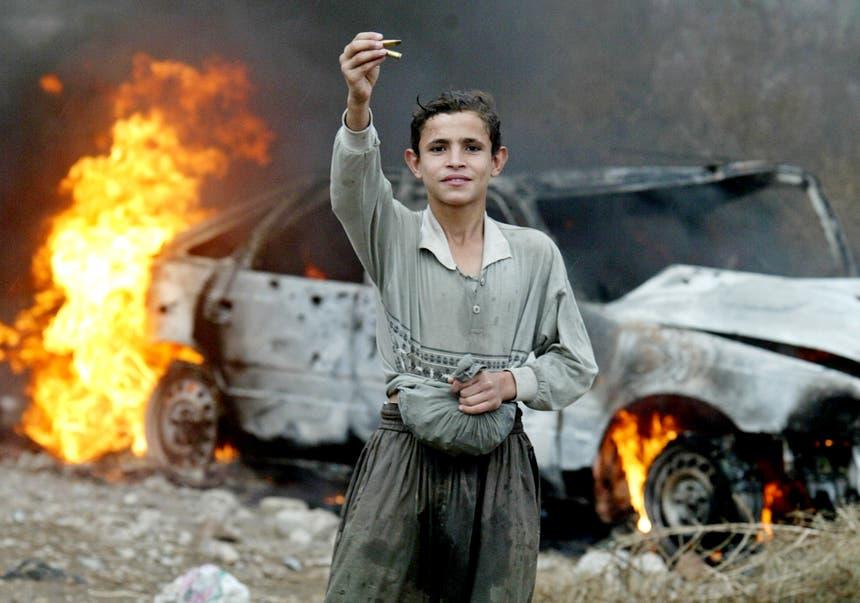Coleccionar cartuchos é um passatempo comum entre os rapazes do Iraque e da Síria Foto: Reuters