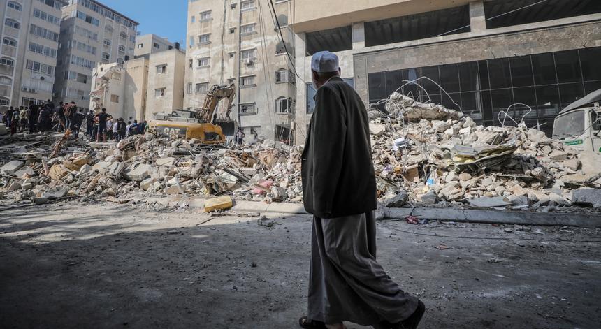 """Médio Oriente. Netanyahu promete continuar ofensiva """"enquanto for necessário"""""""