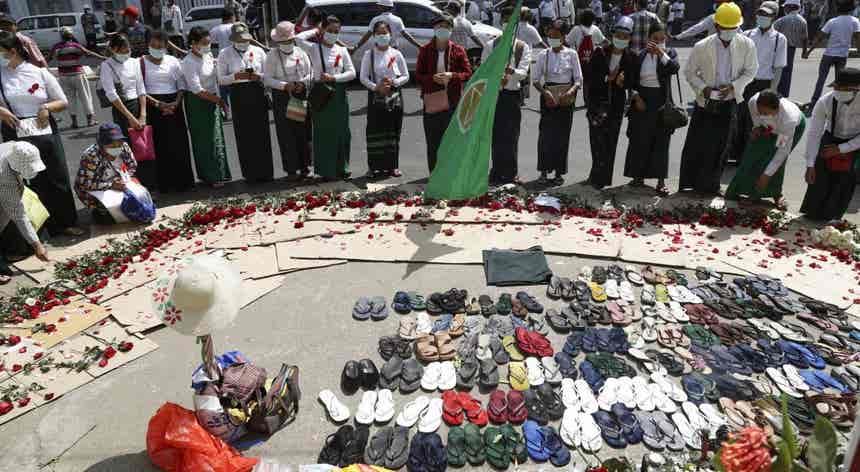 Altares de rua em Myanmar