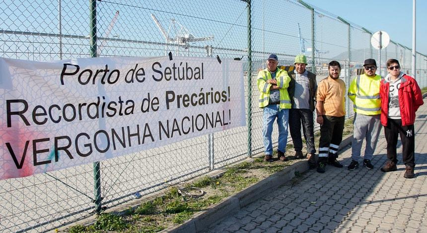 O protesto dos estivadores precários do Porto de Setúbal começou no dia 5 de novembro
