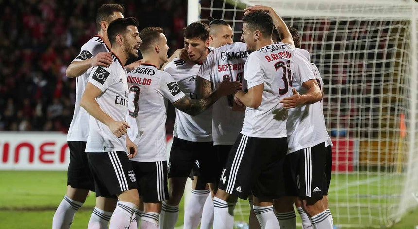 Na 1.ª volta o Benfica derrotou o Santa Clara, por 2-0, com golos de Seferovic e Jardel