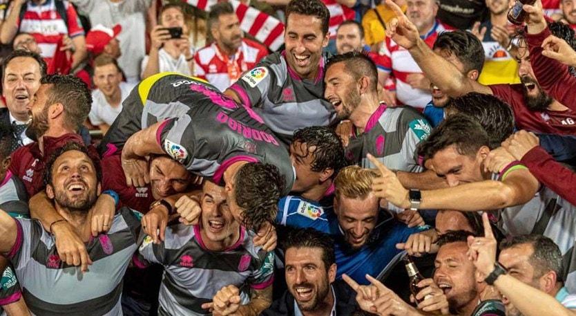 O Granada já festeja a subida à principal liga espanhola de futebol
