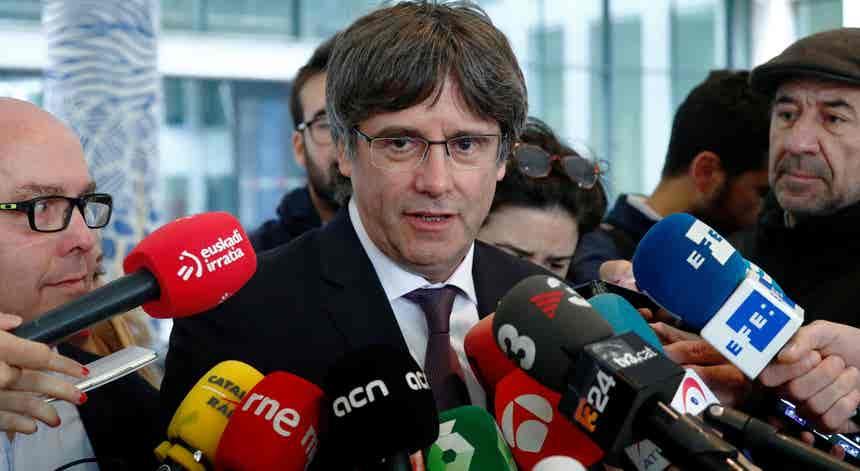 Puigdemont sai em liberdade depois de se apresentar às autoridades belgas