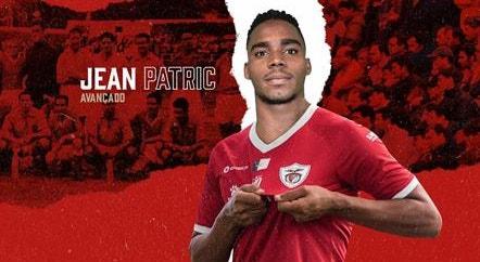 Jean Patric chega para ajudar o Santa Clara a marcar golos