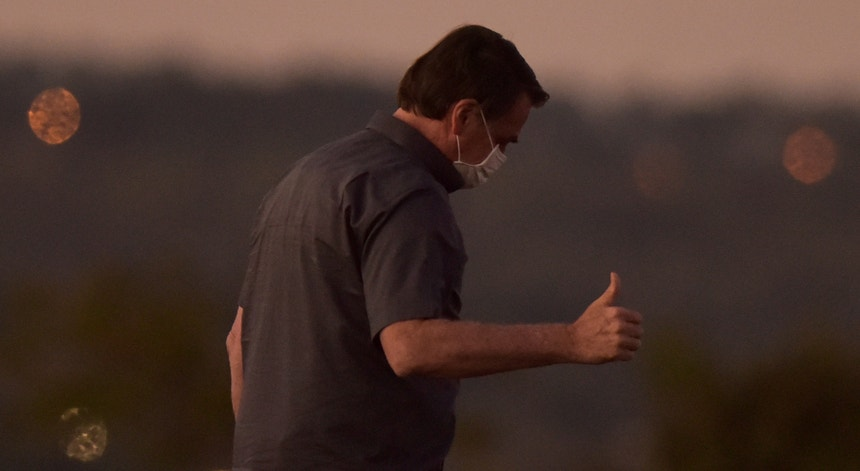 Bolsonaro tem agora uma infeção pulmonar