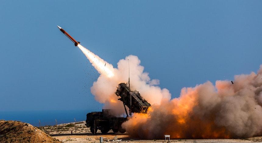 Nas últimas semanas, o grupo intensificou os seus ataques, lançando repetidamente drones e mísseis contra as baterias de mísseis Patriot do reino