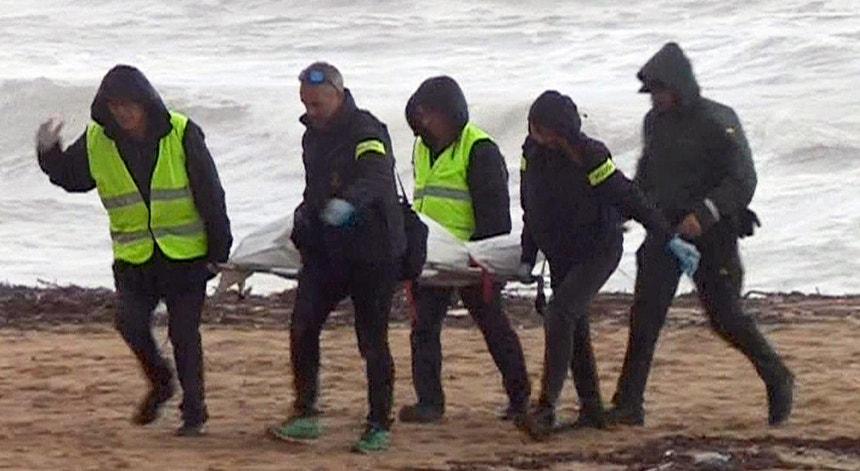O cadáver de um homem foi encontrado na praia