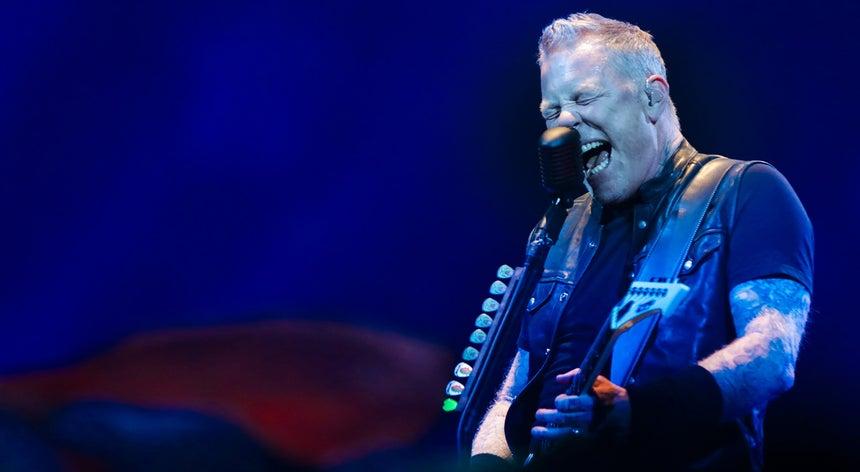 Metallica Em Lisboa Surpreendem Fs Com Tema Dos Xutos E Pontaps