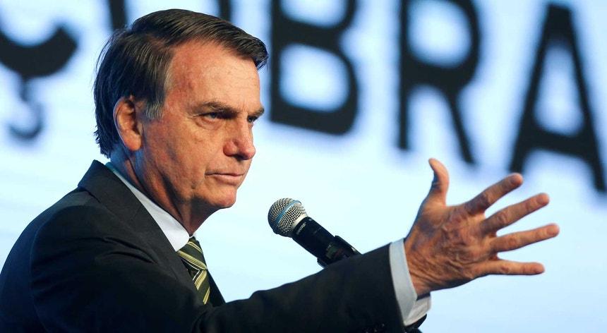 Bolsonaro admitiu a possibilidade de recorrer às Forças Armadas brasileiras para o combate às chamas