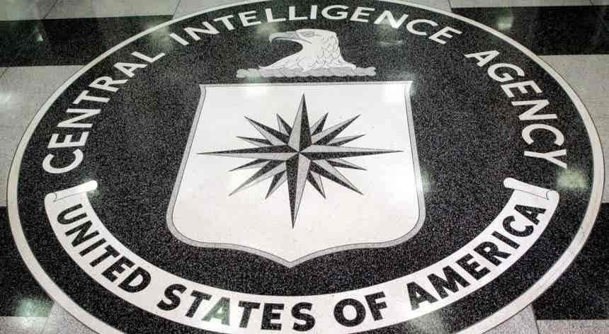 CIA terá discutido o assassinato de Julian Assange durante a presidência de Trump