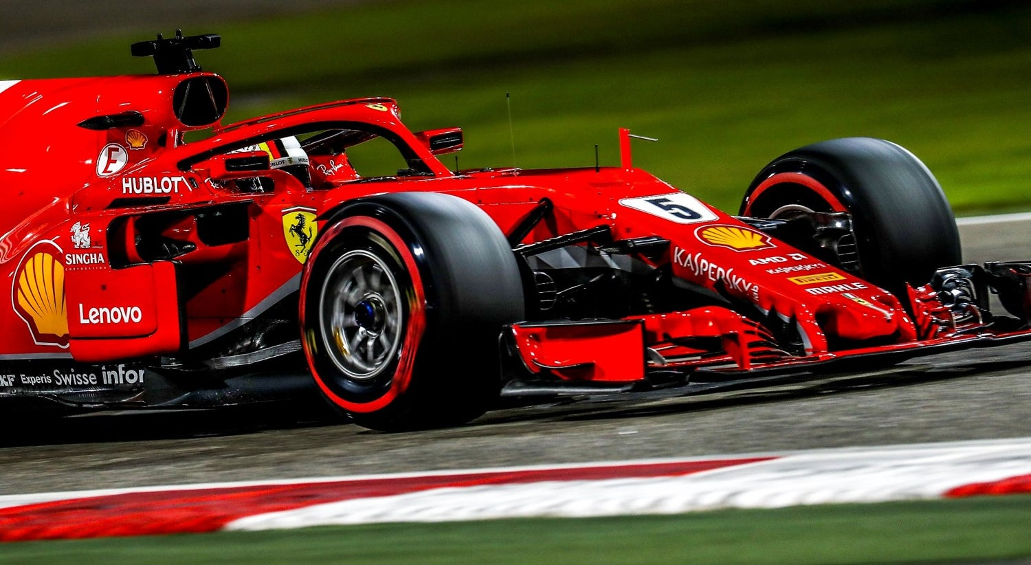 Vettel é pole no deserto do Bahrain