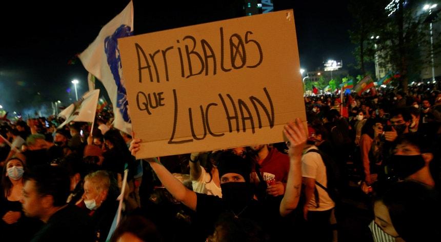 Os chilenos festejaram a aprovação de uma nova Constituição