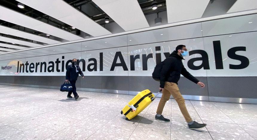 Emigrantes da União Europeia sem visto de trabalho foram detidos à entrada do Reino Unido em maio de 2021, mesmo com entrevistas de emprego agendadas