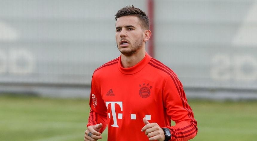 Lucas Hernandez está fora da equipa do Bayern devido a lesão