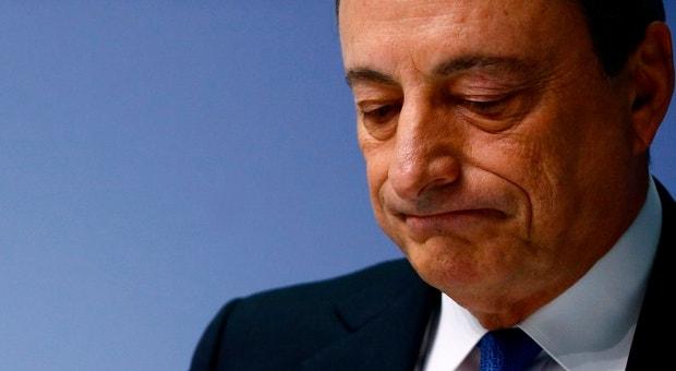 O Banco Central Europeu vai acabar com o mecanismo excecional que permitia aos bancos gregos financiarem-se apresentando títulos de dívida helénica como garantia.