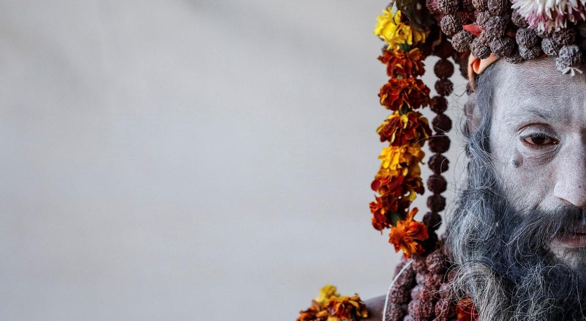 Prayagraj. Naga Sadhu - homem sagrado hindu espera pelos crentes | Danish Siddiqui - Reuters