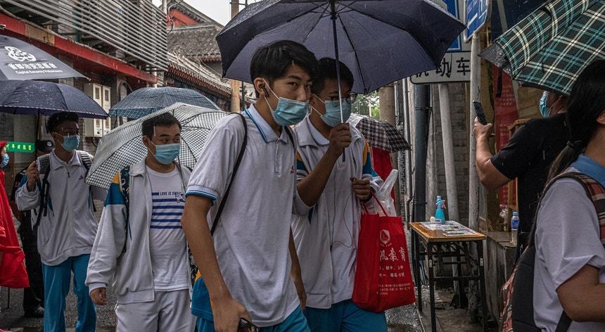 Apesar do perigo da pandemia os chineses teimam em não mudar os seus hábitos
