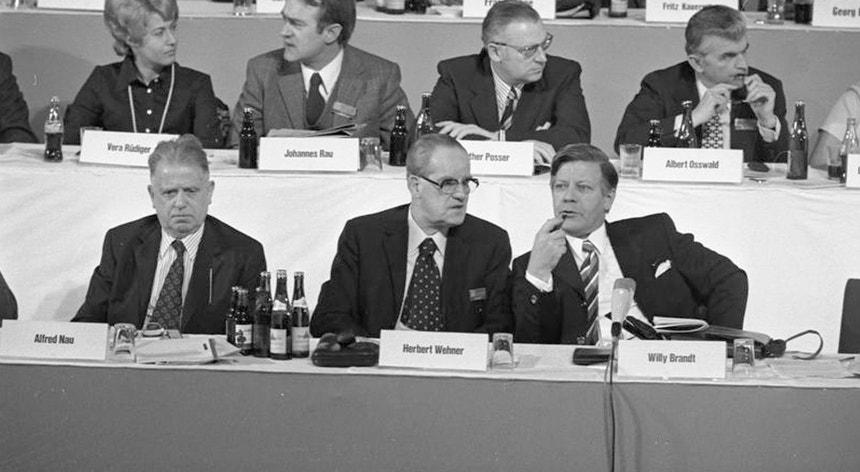Alfred Nau (à esq.), com Herbert Wehner e Helmut Schmidt