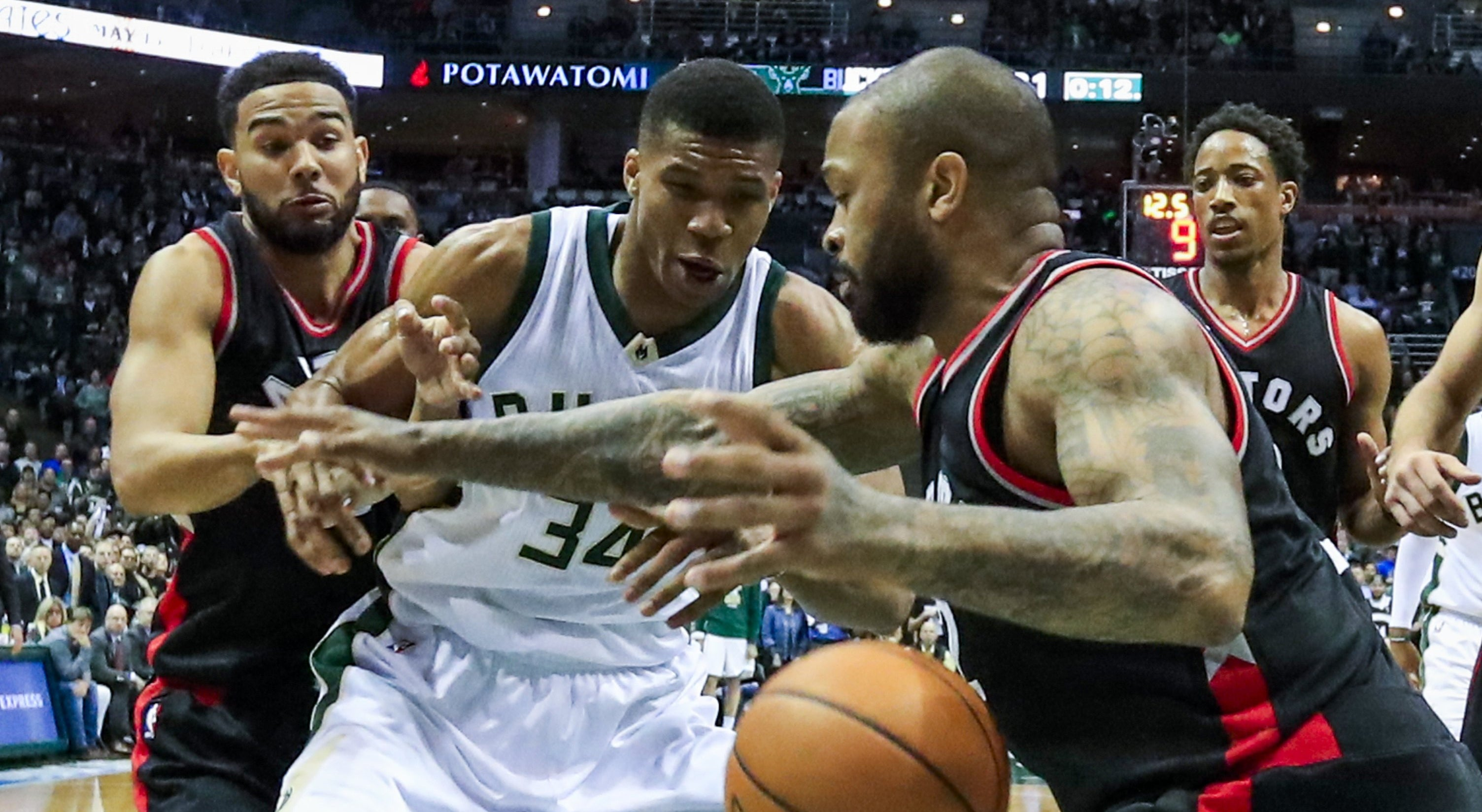 Bucks e Spurs avançam no play-off da NBA