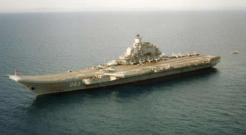 """O porta-aviões russo """"Almirante Kuznetsov"""""""