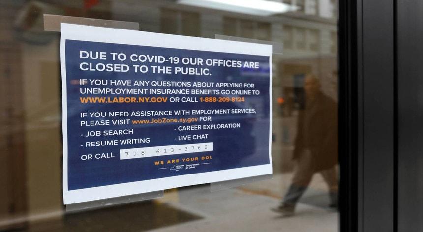 """""""Devido ao coronavírus, os nossos estabelecimentos estão encerrados ao público"""", lê-se num aviso"""