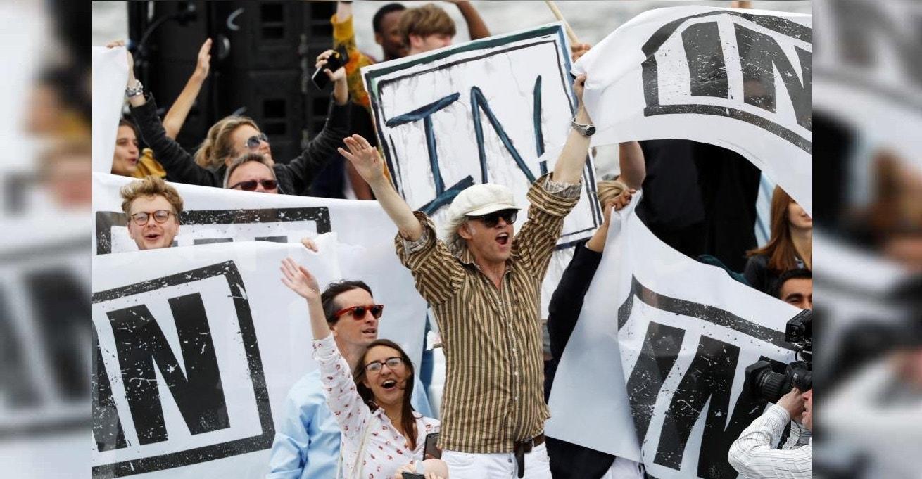 O músico e ativista Bob Geldof  participa numa manifestação a favor da permanência na União Europeia no rio Tamisa em Londres.15  Junho 2016. REUTERS/Stefan Wermuth