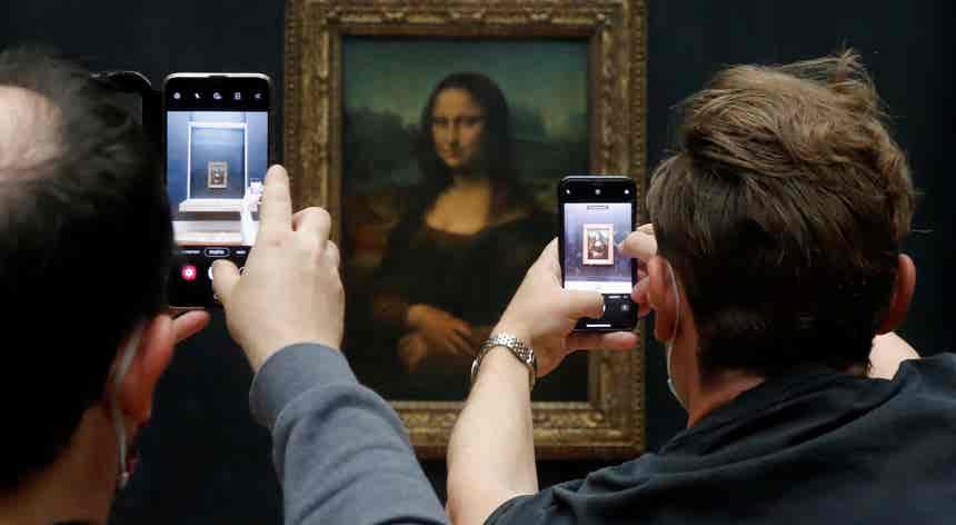 Portas do Louvre voltaram a abrir-se