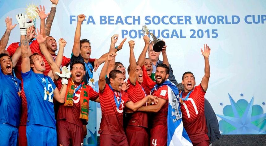 058a76e7f1 Dois portugueses candidatos ao Melhor Golo do Ano em 2016 em futebol de  praia