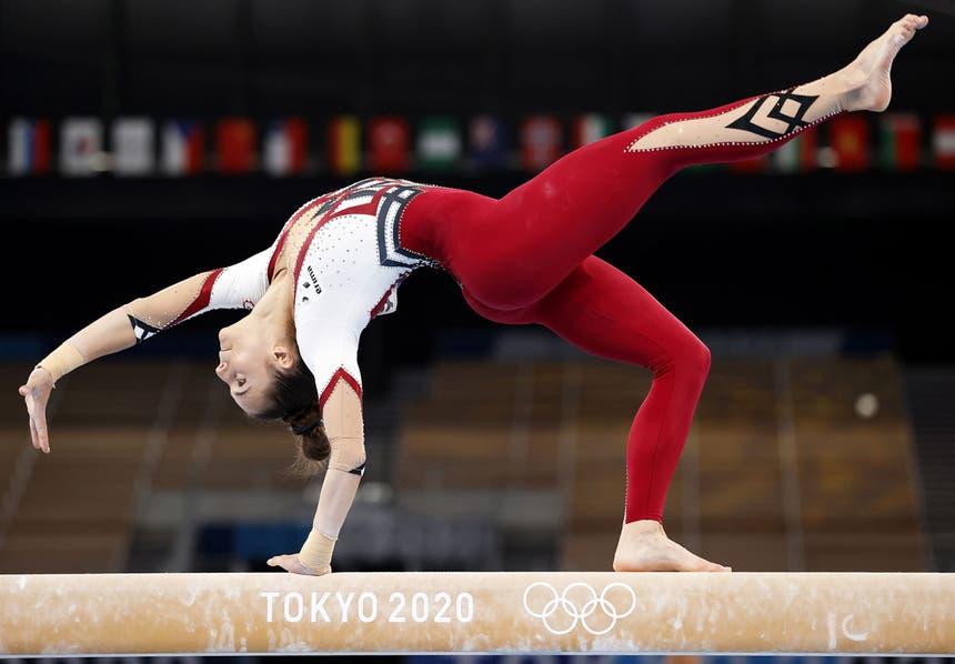 A ginasta alemã Pauline Schaefer-Betz  na trave durante os Jogos Olímpicos Tóquio2020, dia 25 de julho de 2021 - EPA