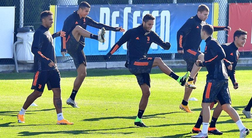 """A """"Juve"""" de Cristiano Ronaldo vai tentar dar um passo de gigante rumo aos """"oitavos"""" da milionária"""
