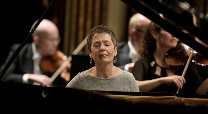 Resultado de imagem para Pianista Maria João Pires eleita personalidade do ano pela AIEP