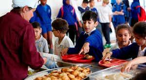 Precariedade e despedimentos levam trabalhadores das cantinas escolares à greve