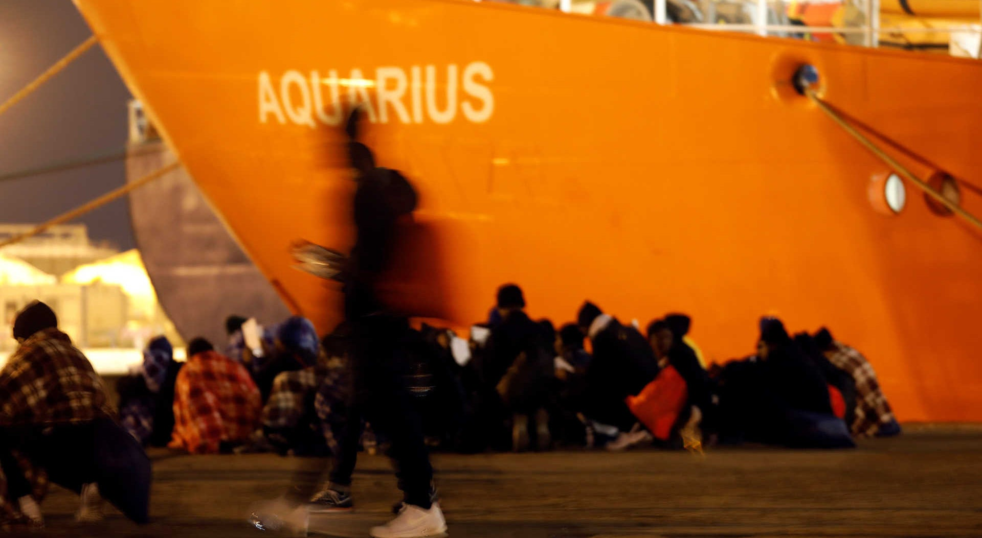 Portugal acolhe 19 refugiados do navio Aquarius