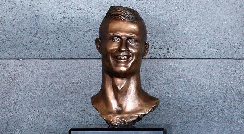 Resultado de imagem para busto ronaldo