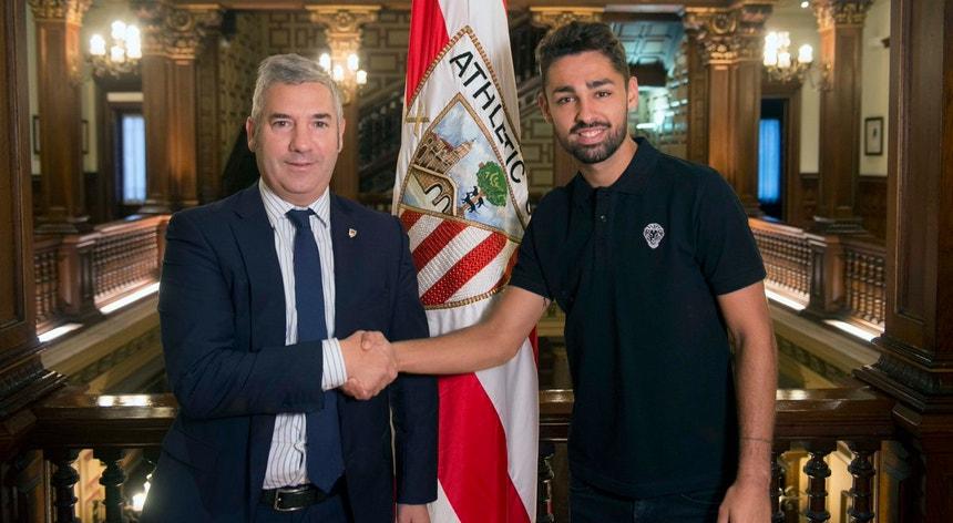 O jovem futebolista alargou o contrato com o  Athletic Bilbau por mais seis épocas