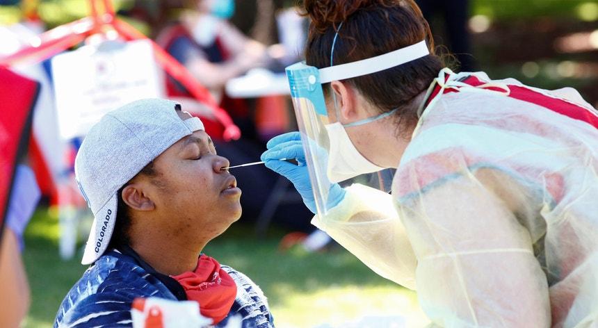 As equipas de saúde continuam a não ter mãos a medir nos Estados Unidos