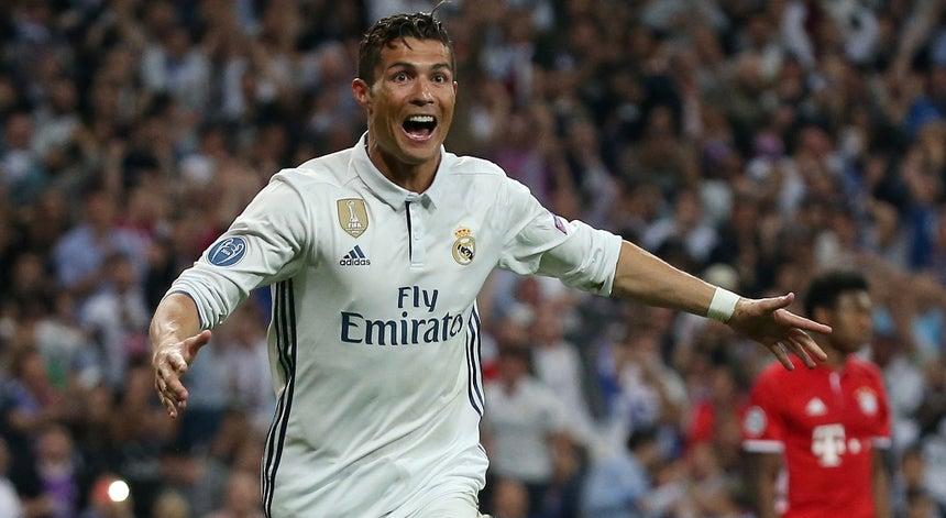 Resultado de imagem para Ronaldo, Bernardo Silva e Ricardinho distinguidos com prémios da CNID