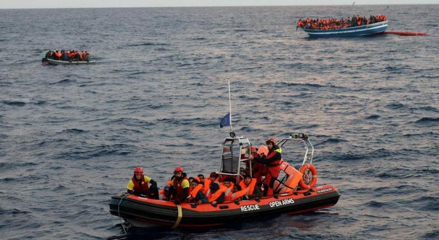 Os 98 migrantes resgatados por uma embarcação de bandeira portuguesa já desembarcaram na Líbia